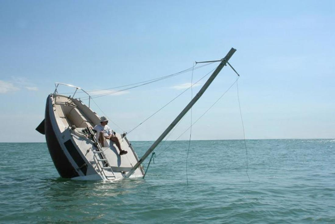 Stay above sinking boat sales with live chat